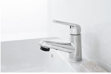 水栓を傾斜させて水アカ汚れを軽減